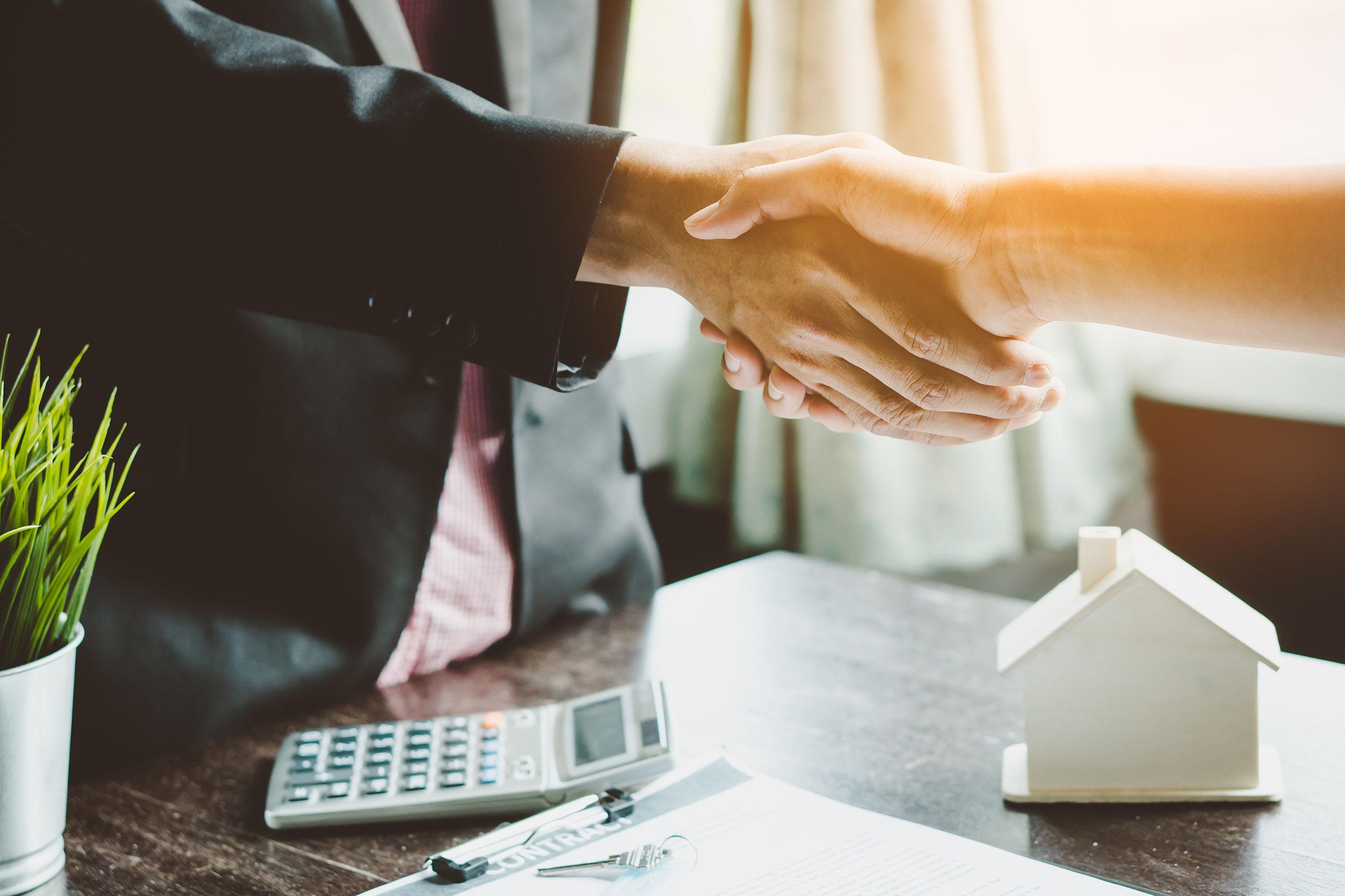 Étape n°4 : signature du contrat de construction de maison individuelle